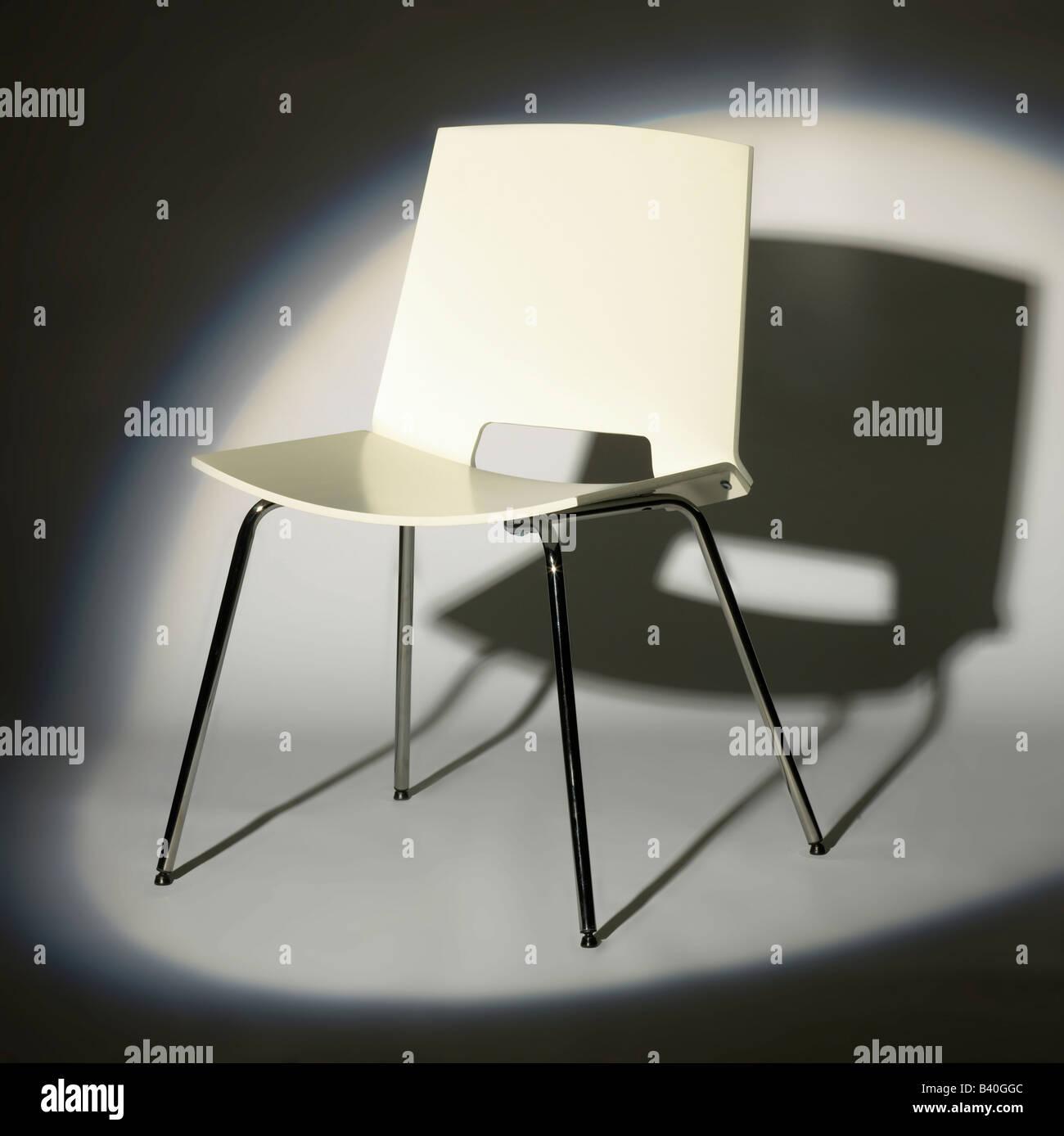 Weißer Stuhl Stockfotos Weißer Stuhl Bilder Alamy