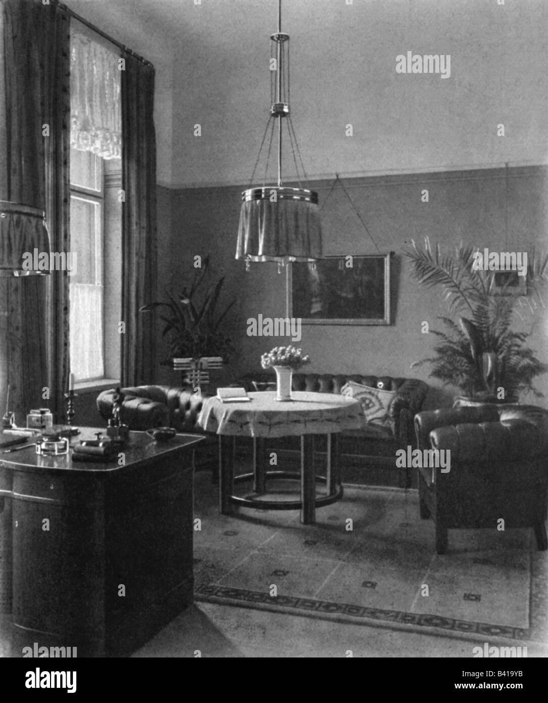 Möbel, Wohnzimmer, Zimmer mit Gaslampe, 1912 Möbel, Licht ...