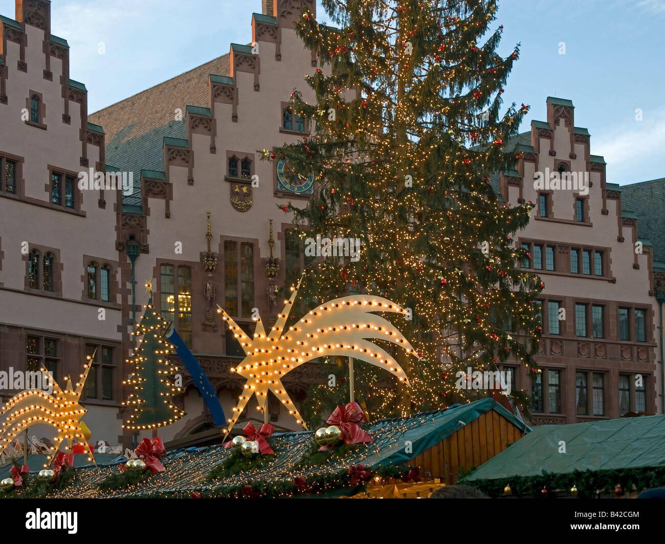 Weihnachtsbaum Frankfurt.Weihnachtsbaum Mit Lichterketten Und Ständen Mit Sternen