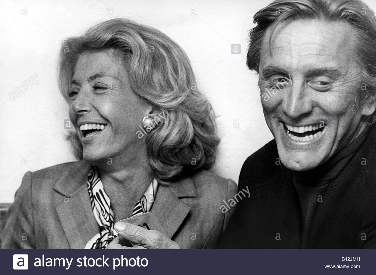 Douglas, Kirk, * 9.12.1916, US-amerikanischer Schauspieler, Porträt, mit seiner Frau Anne Buydens, ca. 1972, Stockfoto