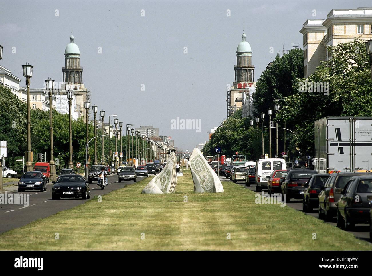 Geographie/Reisen, Deutschland, Berlin, Straßenszenen, Karl-marx-Allee, Allee, Straße, Additional-Rights - Clearance Stockfoto