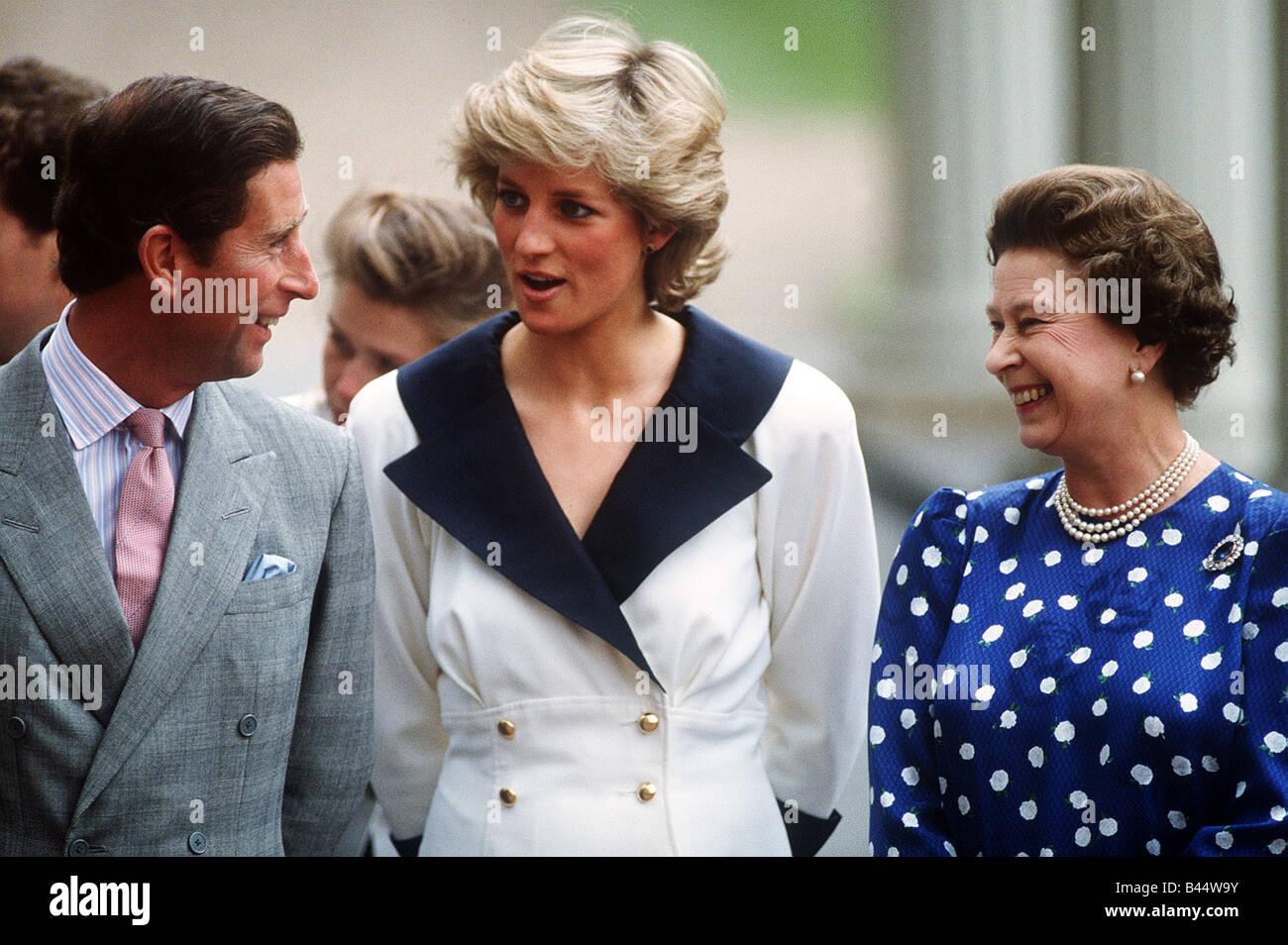 Prinz Charles Prinzessin Diana Und Queen Elizabeth Ausserhalb