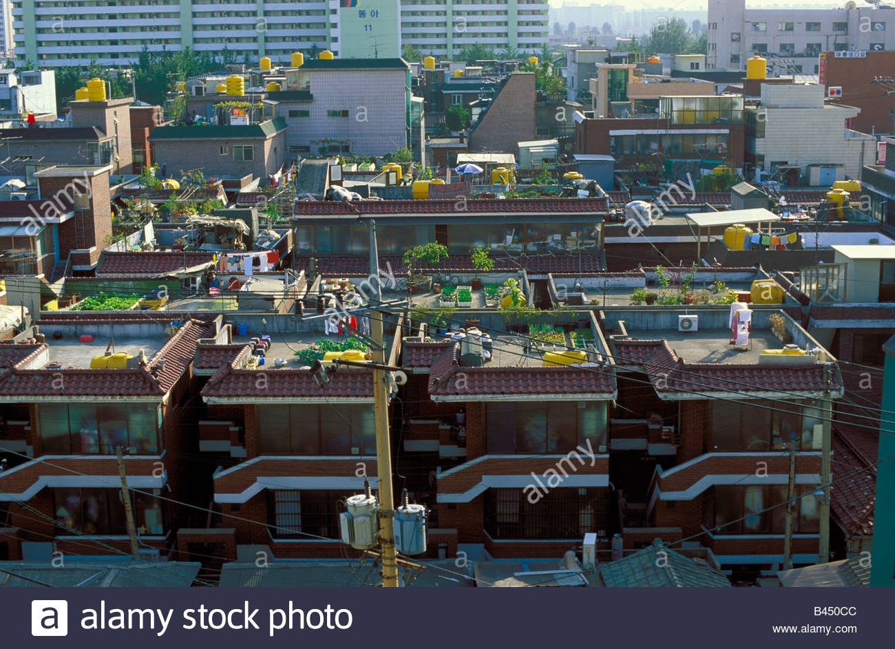 moderne Wohnblocks mit Dachterrassen in Seoul, Korea ...