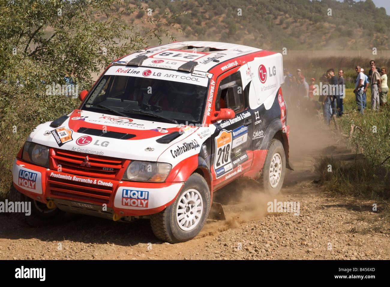 Pax-Rallye - Lisboa-Portimão - Dakar-Serie - Auto 218 - Team - Redline, Francisco Inocêncio und Paulo Fiuza Stockfoto
