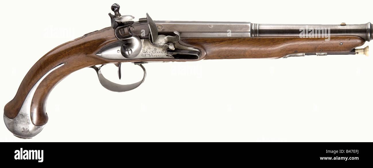 Ein Steinschloss-Pistole, Le Sage, Versailles, um 1800. Reblued Lauf in zwei Stufen, die Beckenendlage Abschnitt Stockbild