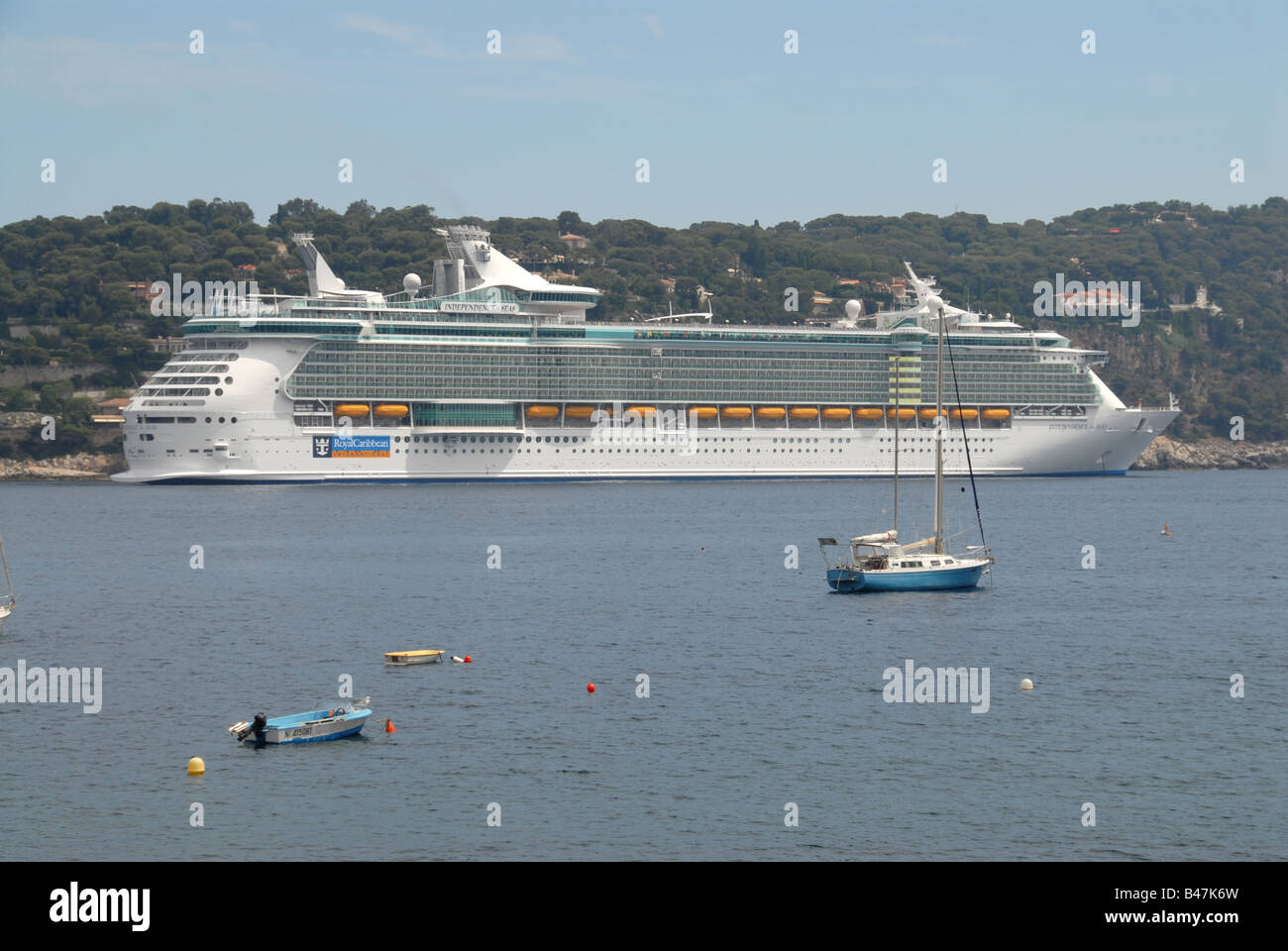 Cruise ship independence seas in stockfotos cruise ship independence seas in bilder alamy - Piscine municipale bourg royal toulon ...