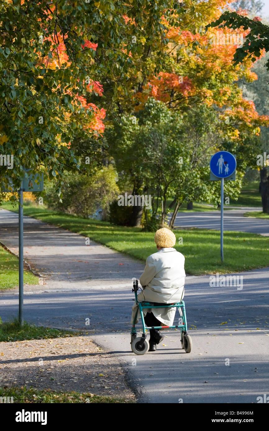 Walker Aged Elderly Stockfotos & Walker Aged Elderly Bilder - Alamy