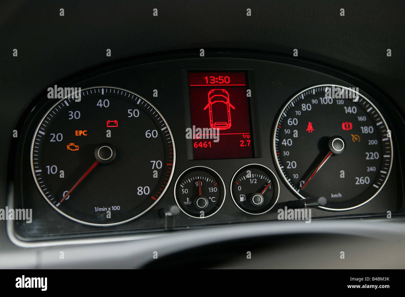 Auto cockpit vw  Auto, VW Volkswagen Touran, Van, Baujahr 2003-rot, innen Ansicht ...