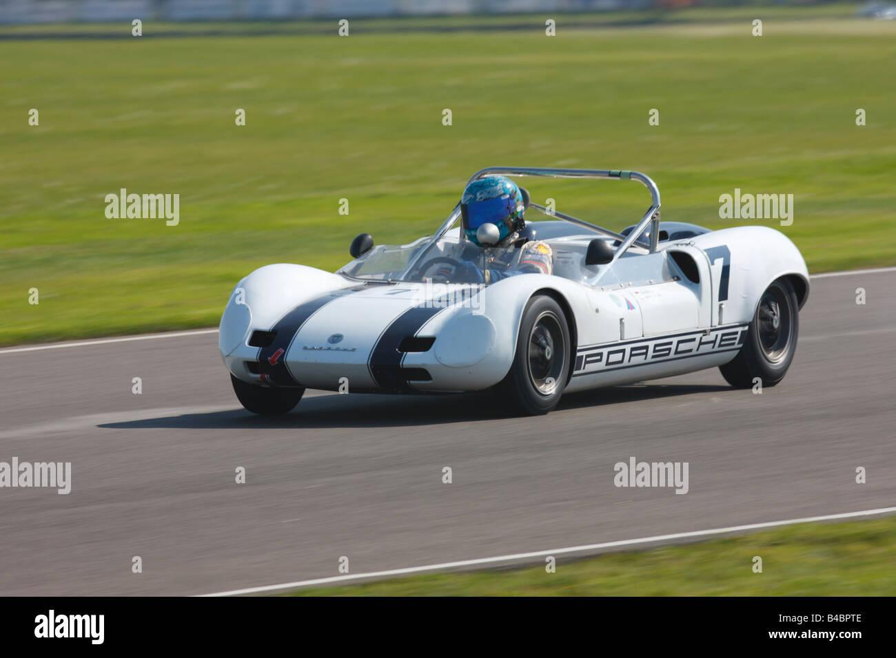 Helmut Reis fahren ein Elva-Porsche Mk7P bei Goodwood Revival Meeting 2008 Stockbild