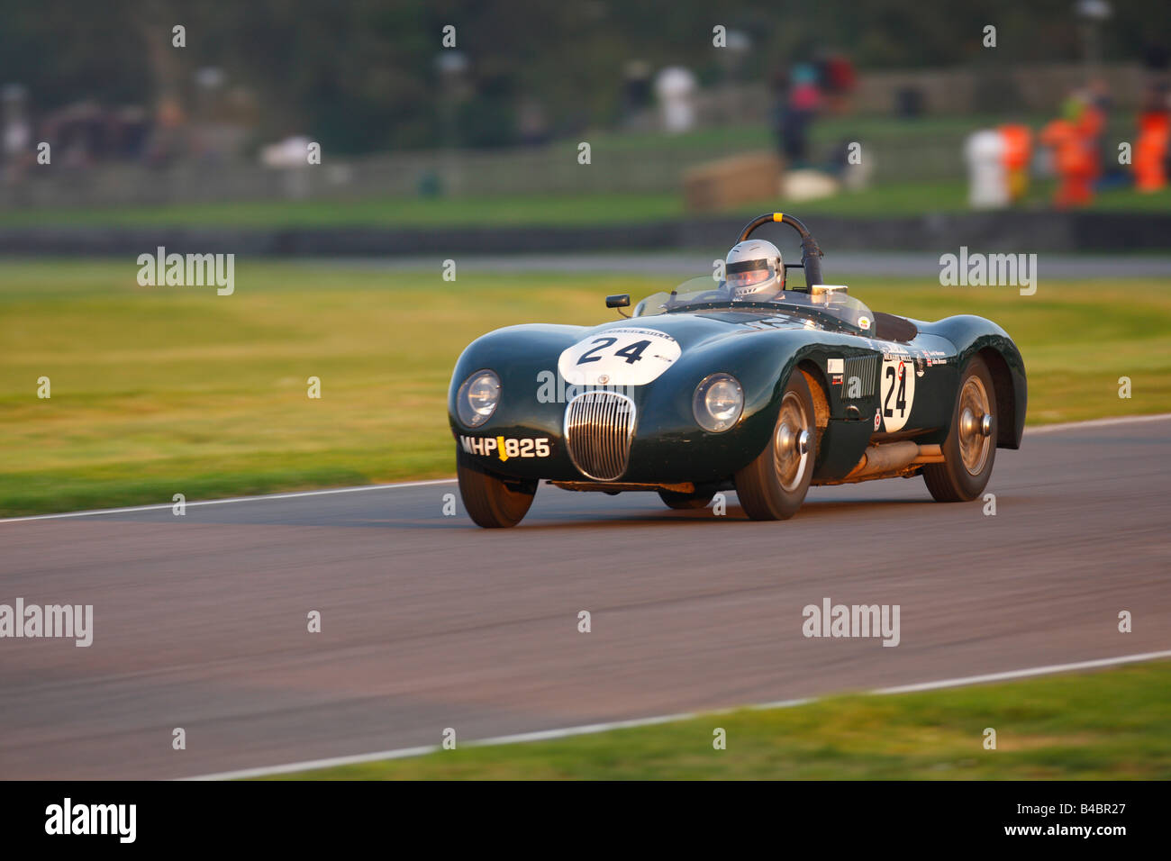 Jaguar C-Type angetrieben von David Wenman, Julian Bronson am Goodwood Revival 2008 Stockbild