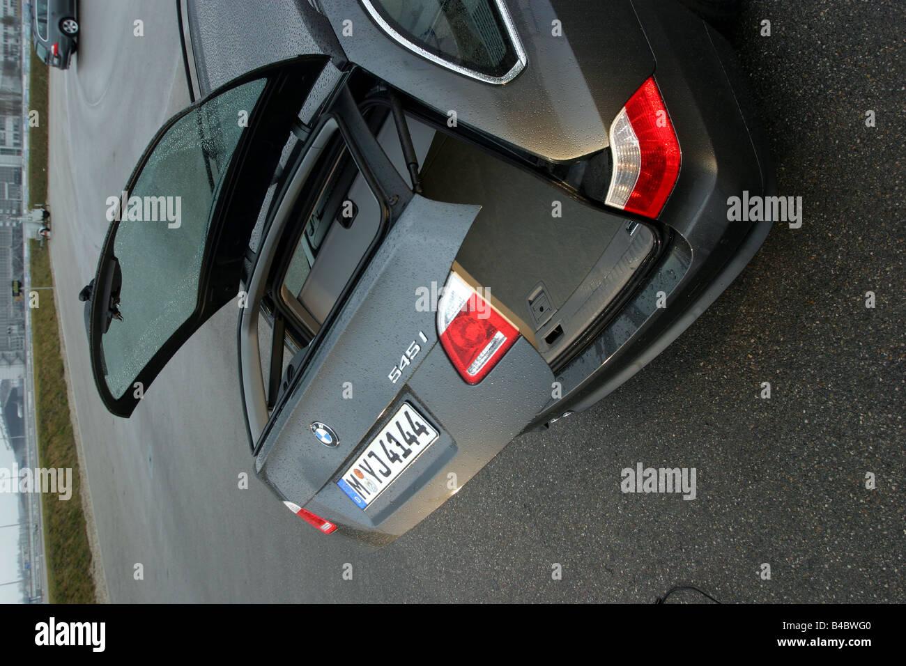 Bmw 545i Stockfotos & Bmw 545i Bilder - Alamy