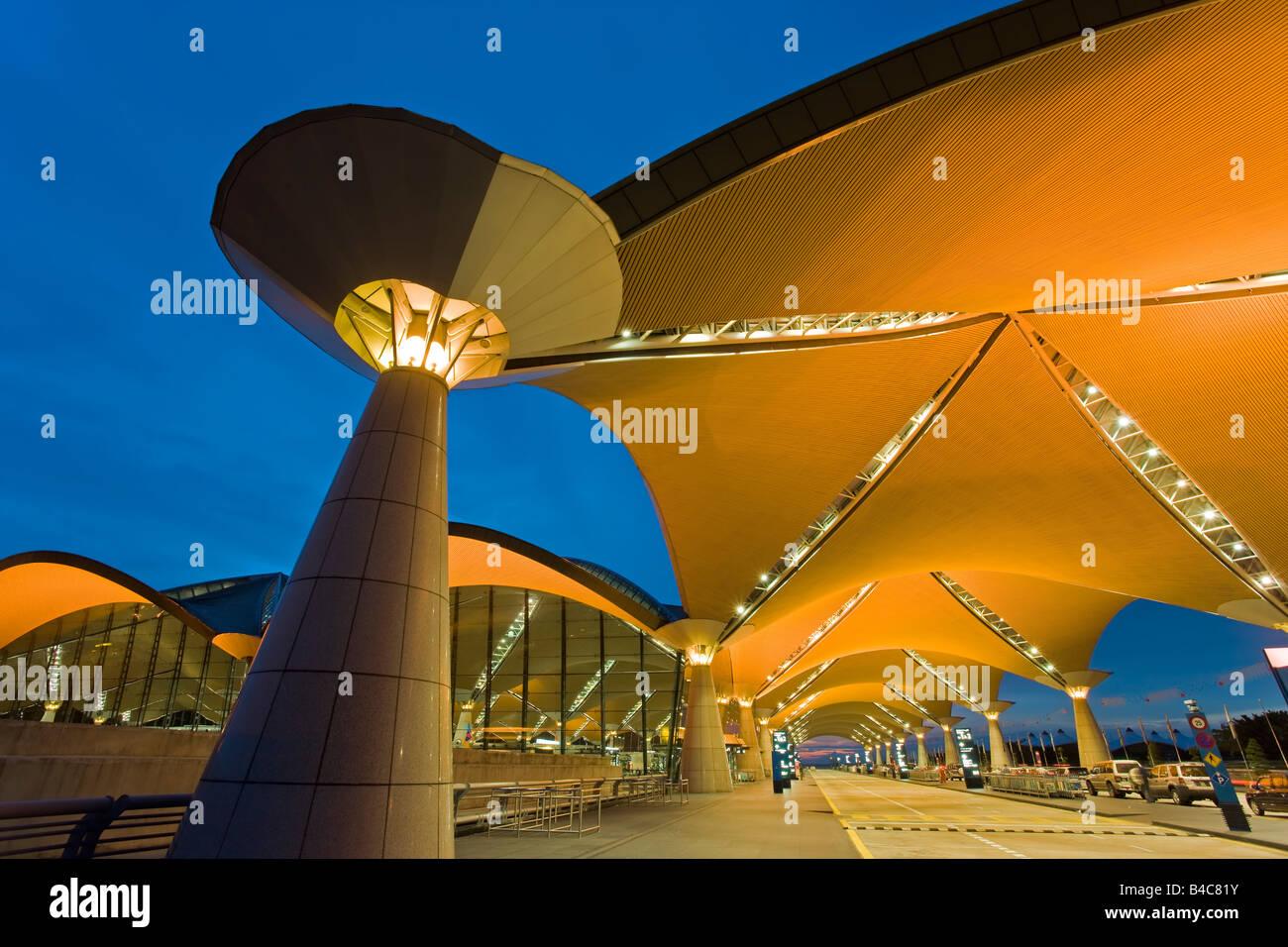 Asien, Malaysia, Kuala Lumpur, Kuala Lumpur International Airport, KLIA, moderne Außenarchitektur Stockbild