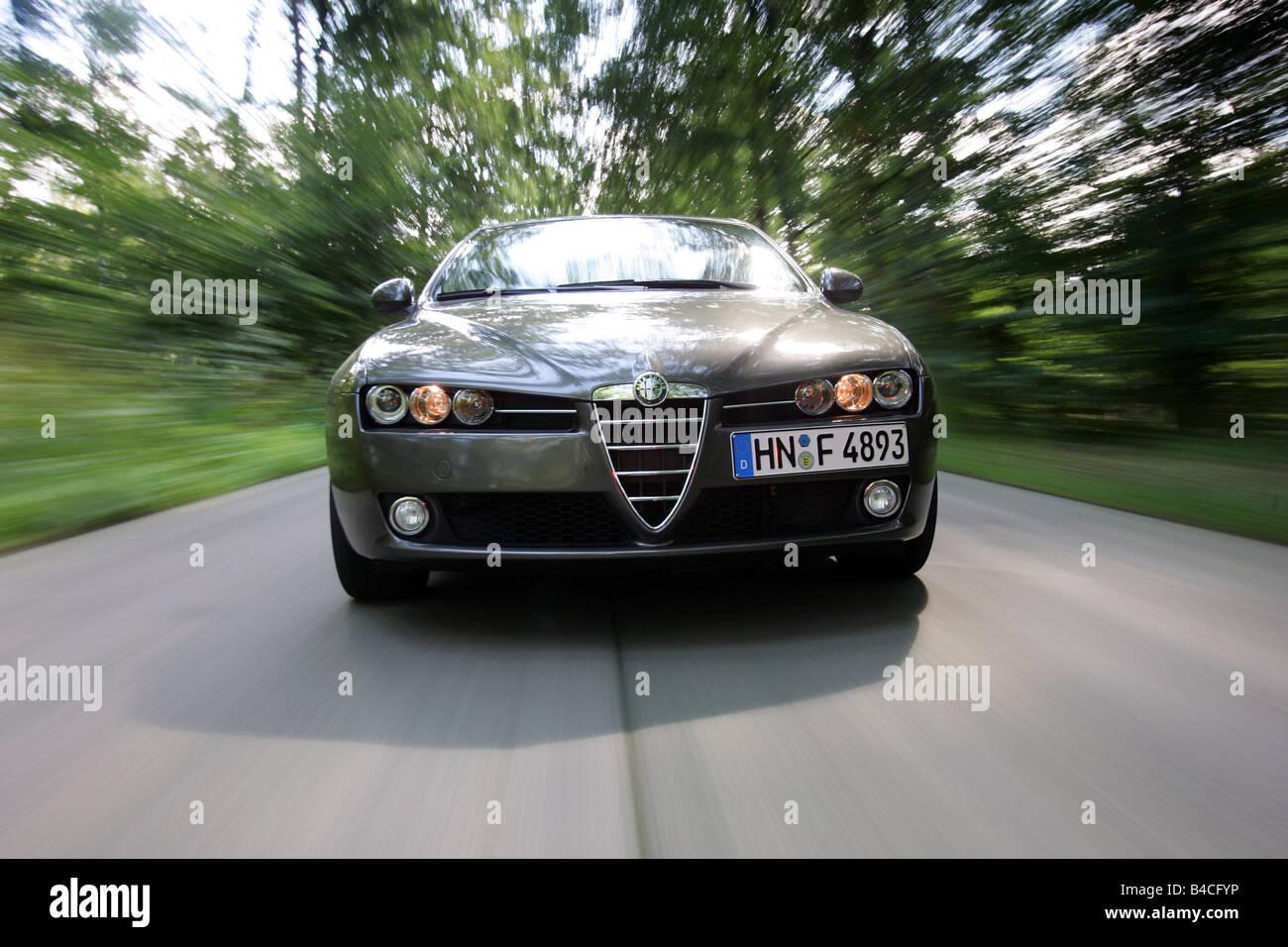 Alfa Romeo 159 JTD M, Modelljahr 2005-Anthrazit, fahren, Vorderansicht, Landstraße Stockbild