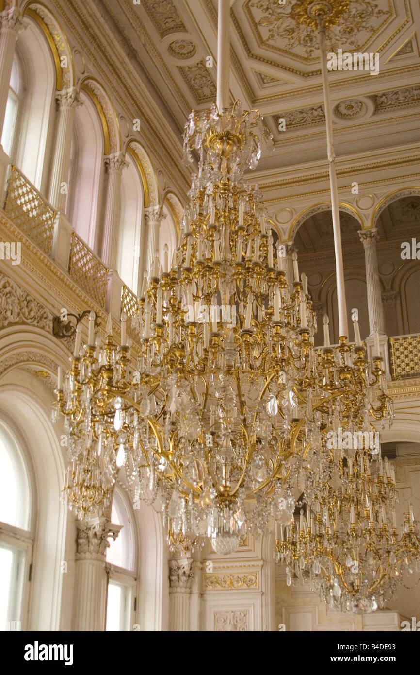 Superb Weiße Und Goldene Leuchter Schmücken Die Eingangshalle Der Eremitage.  Stockbild