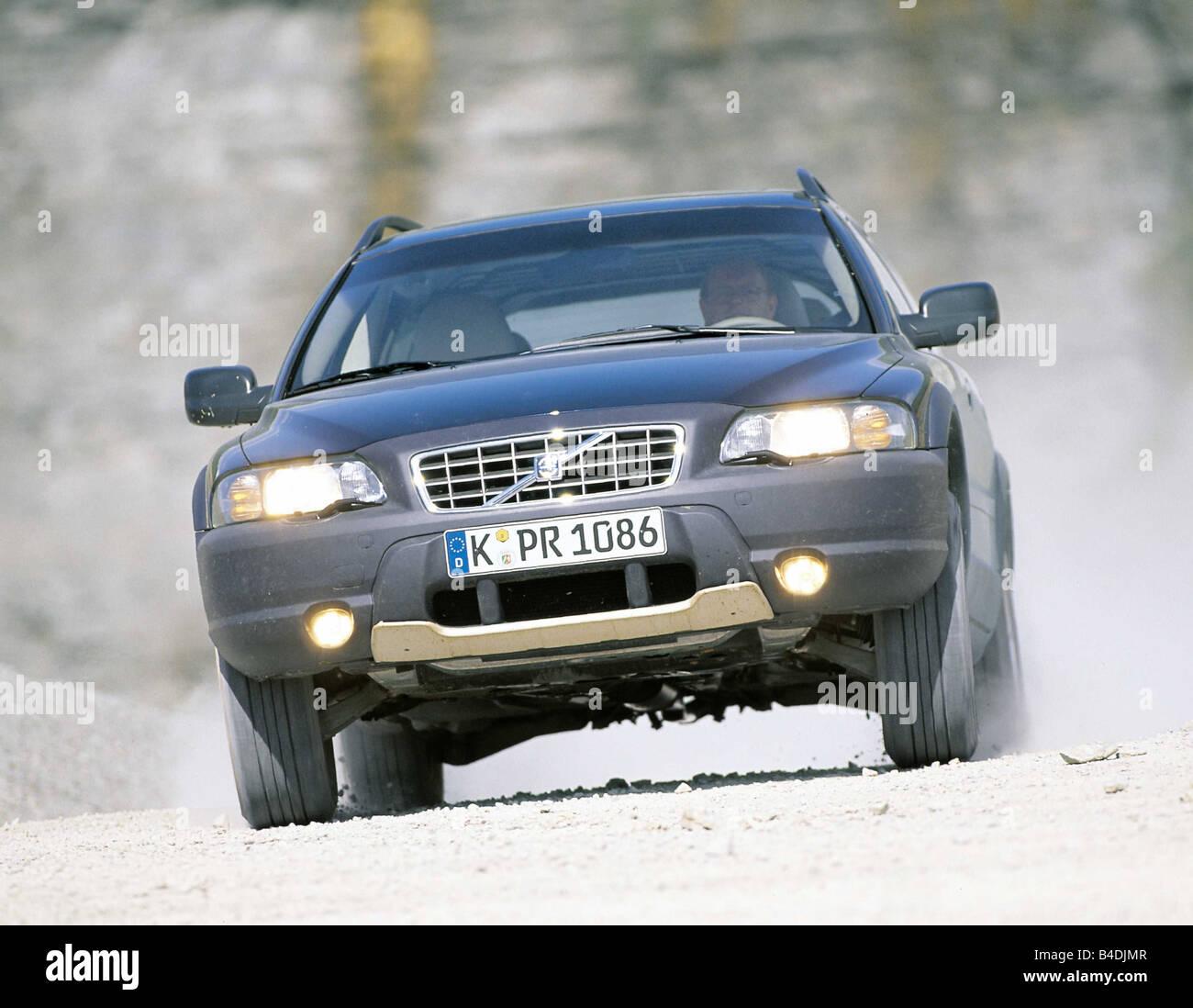 Auto, Volvo V70 Cross Country Modell Jahr 2000-, schwarz, Diagonal von der Front, Offroad, obere mittlere, Fließheck, Stockfoto