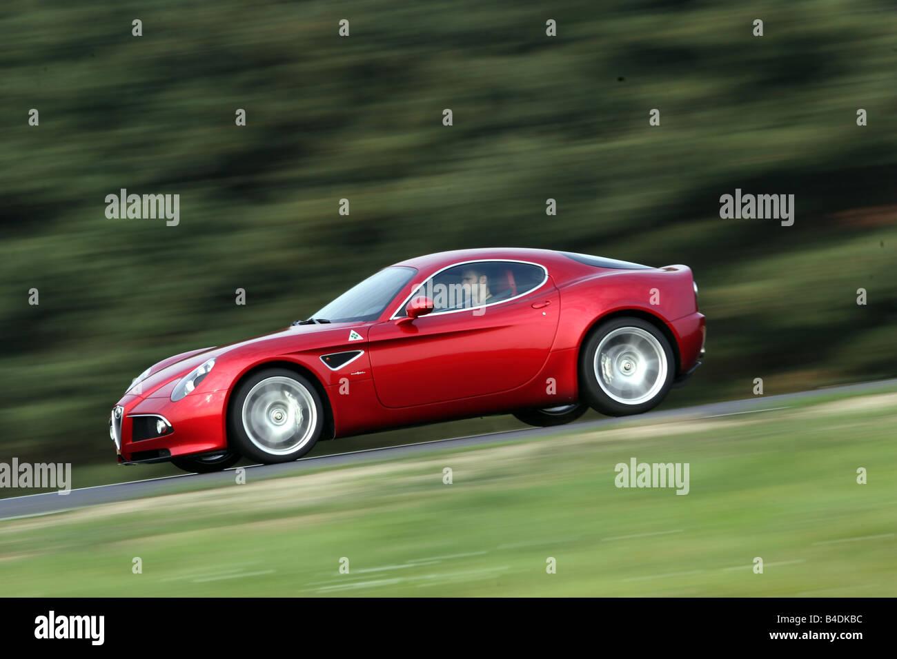 Alfa Romeo 8C, Modell 2007-rot, treibende, Side Jahresansicht, Teststrecke Stockbild