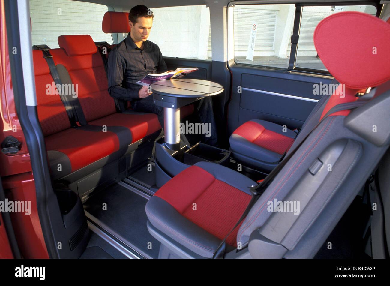 Auto, VW Volkswagen Multivan T5 2.5 TDI, Van, Baujahr 2003-rot ...