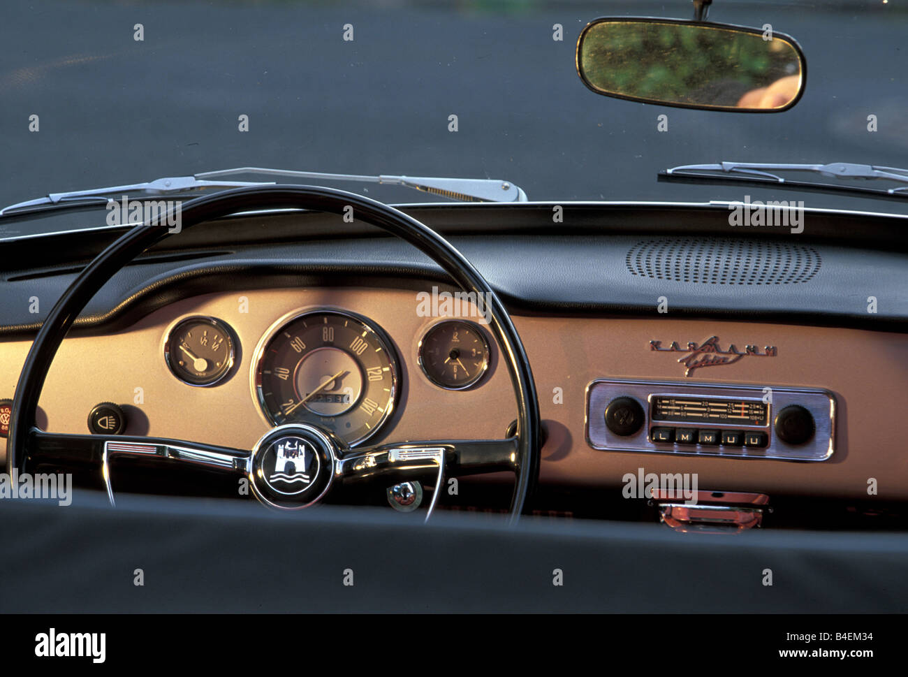 auto vw volkswagen karmann ghia cabrio modell jahr. Black Bedroom Furniture Sets. Home Design Ideas