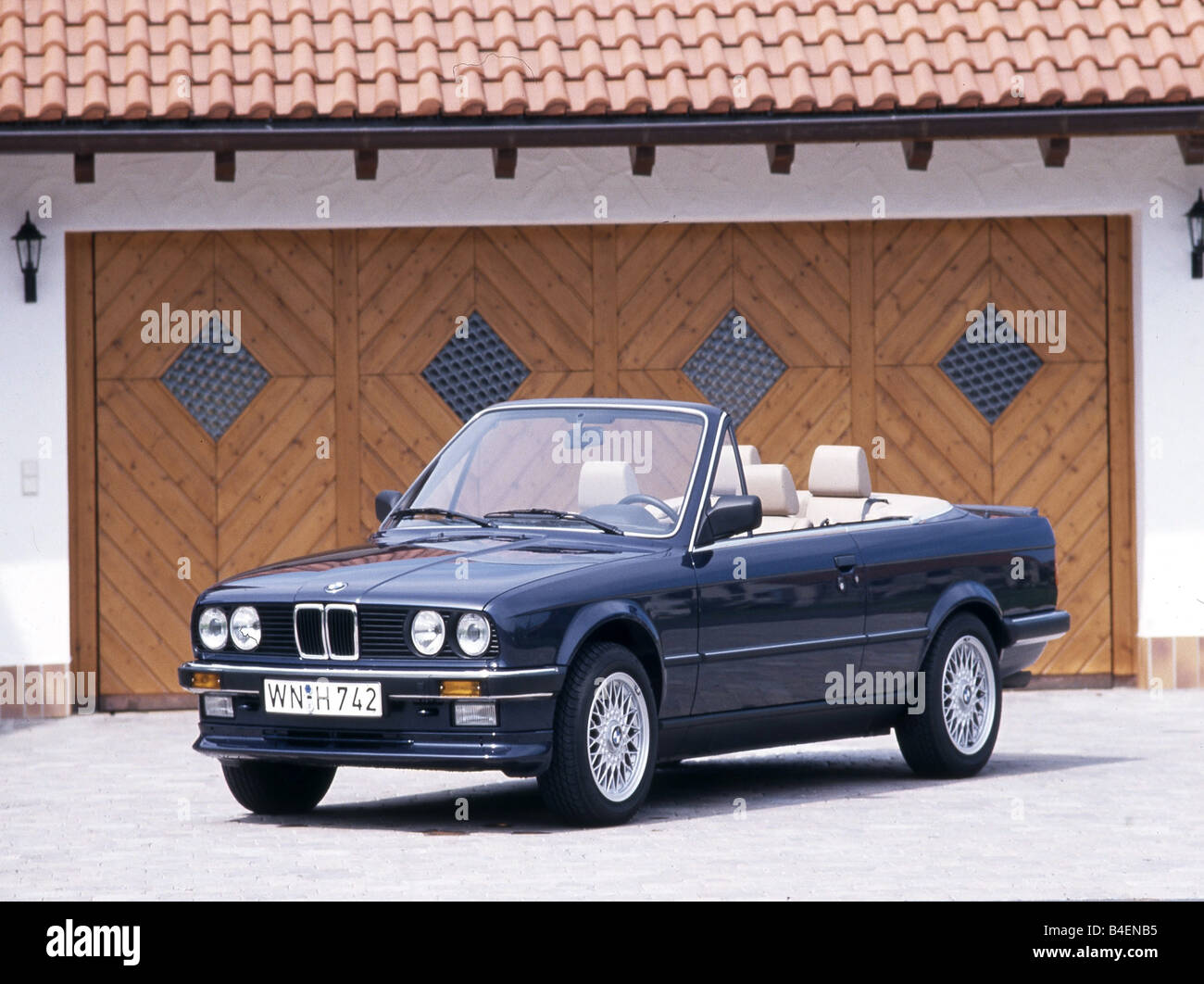auto 3er bmw cabrio modell jahr 1985 1993 blau altes. Black Bedroom Furniture Sets. Home Design Ideas