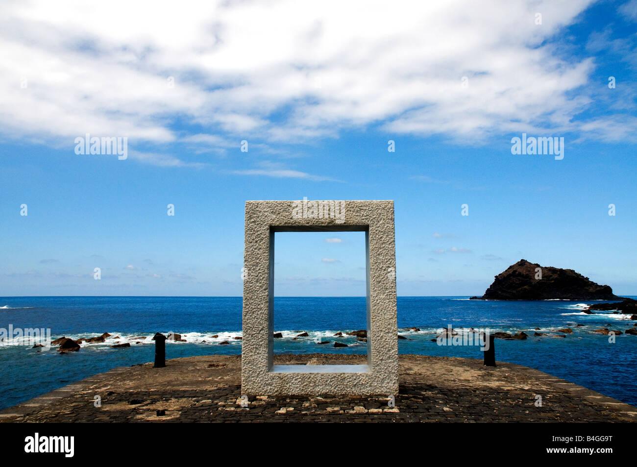 Tensei Tenmoku (Tür ohne Tür) des japanischen Künstlers Kan Yasuda in Garachico, Teneriffa, Kanarische Inseln, Spanien Stockfoto