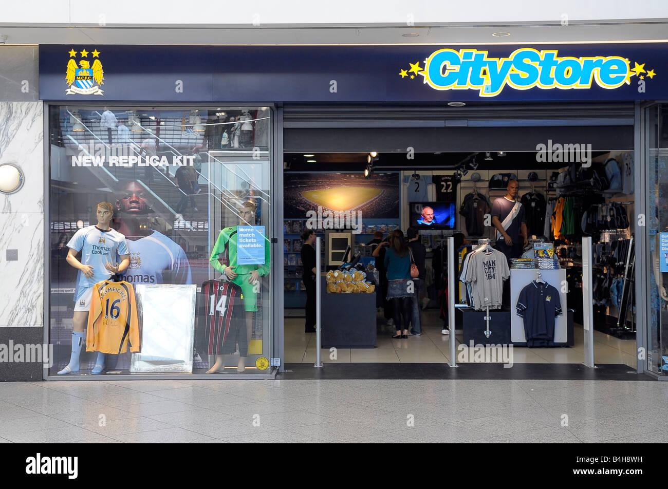 Manchester City Football Club Store Stockfotos und -bilder Kaufen - Alamy