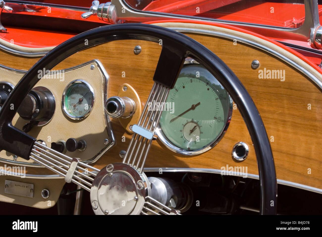 Armaturenbrett oldtimer  Oldtimer MG britische Armaturenbrett und Lenkrad Closeup Stockfoto ...