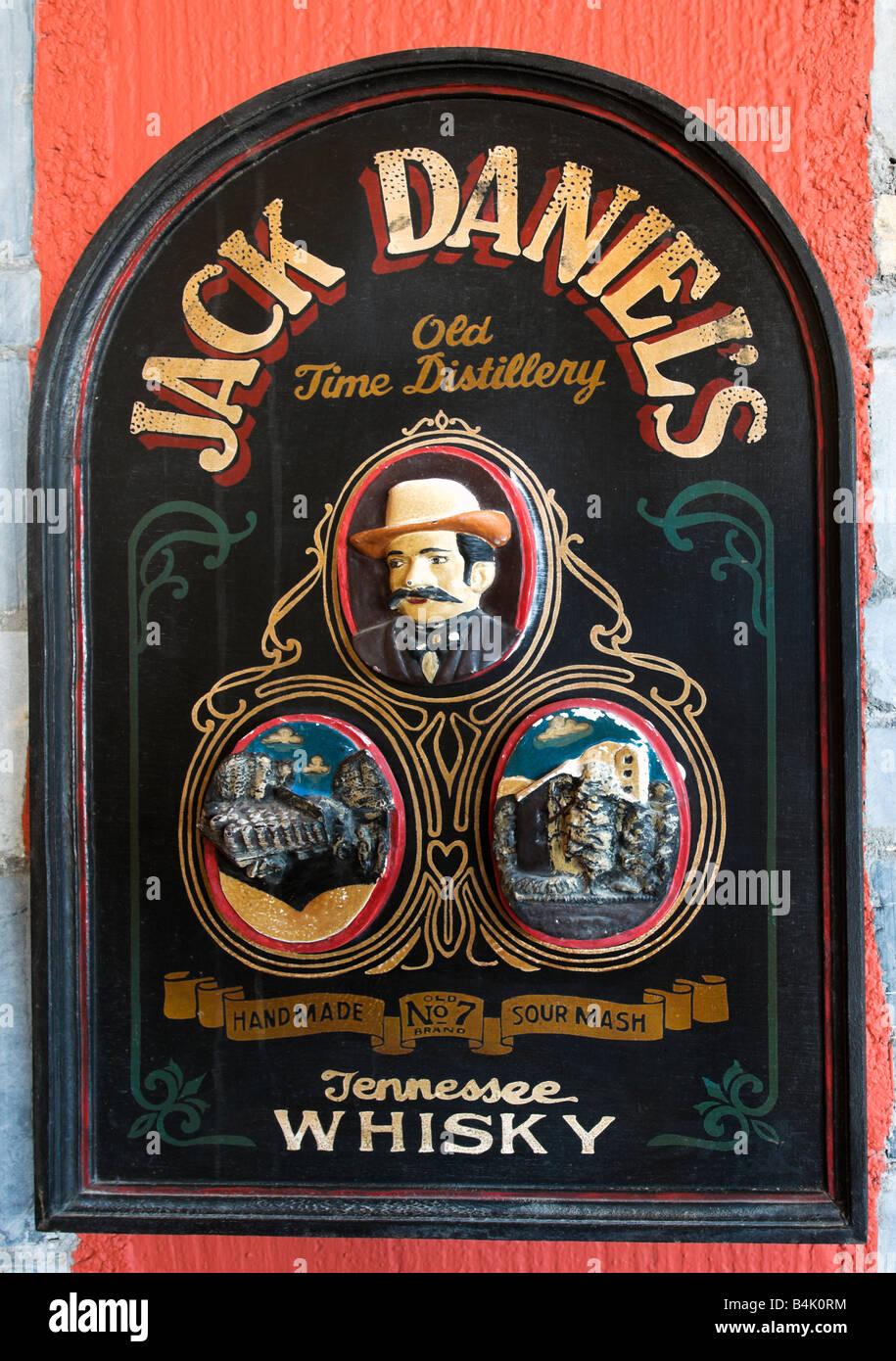 Alte werbung f r jack daniels bourbon whisky an der wand - Abdeckung fur heizungsrohre an der wand ...