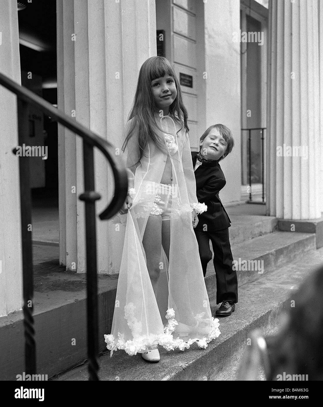 Ziemlich 1960 Parteikleider Bilder - Brautkleider Ideen - cashingy.info