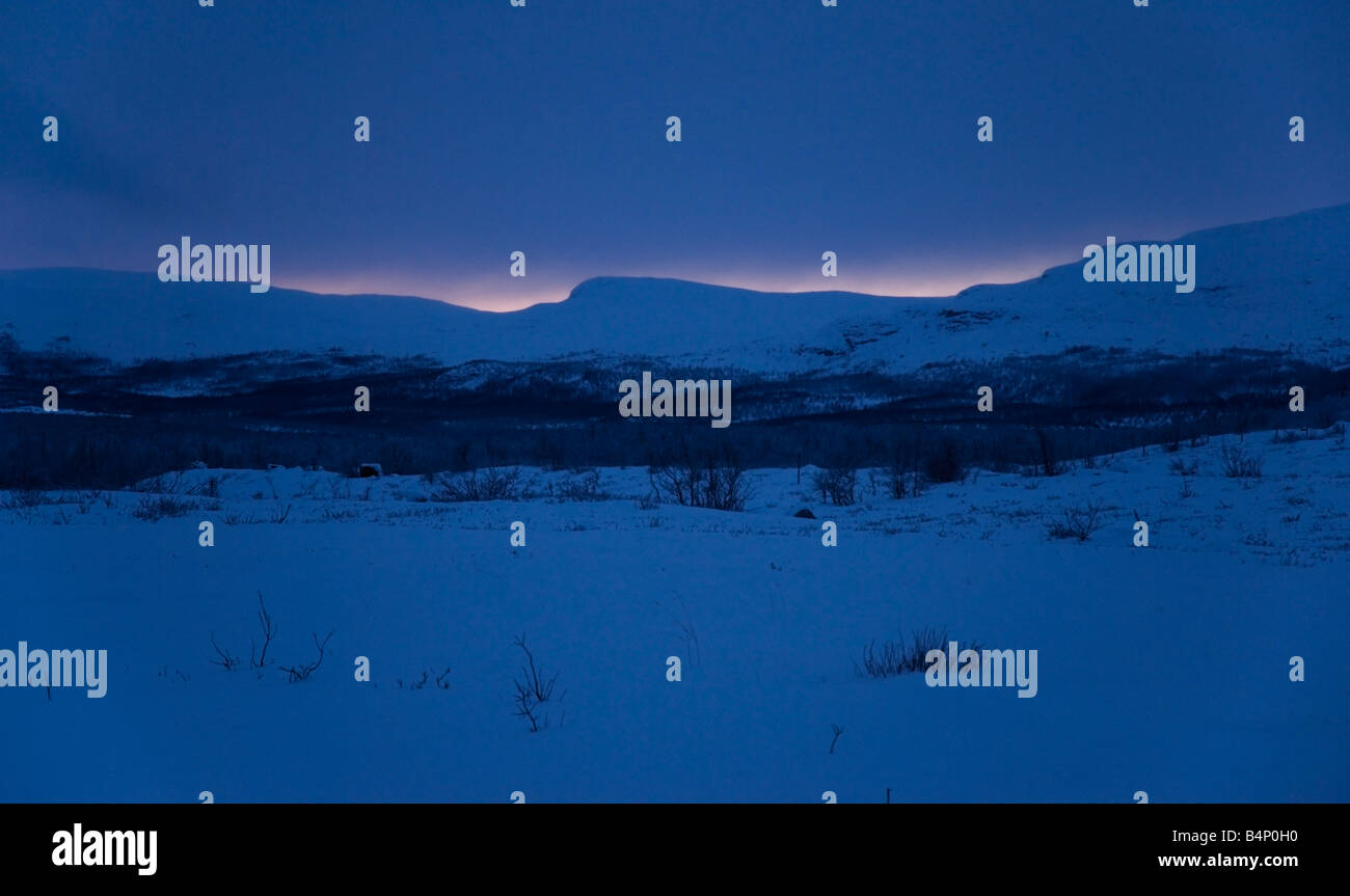 Mitten im Winter Dunkelheit am Mittag in Kilpisjärvi, arktischen Finnland Stockbild