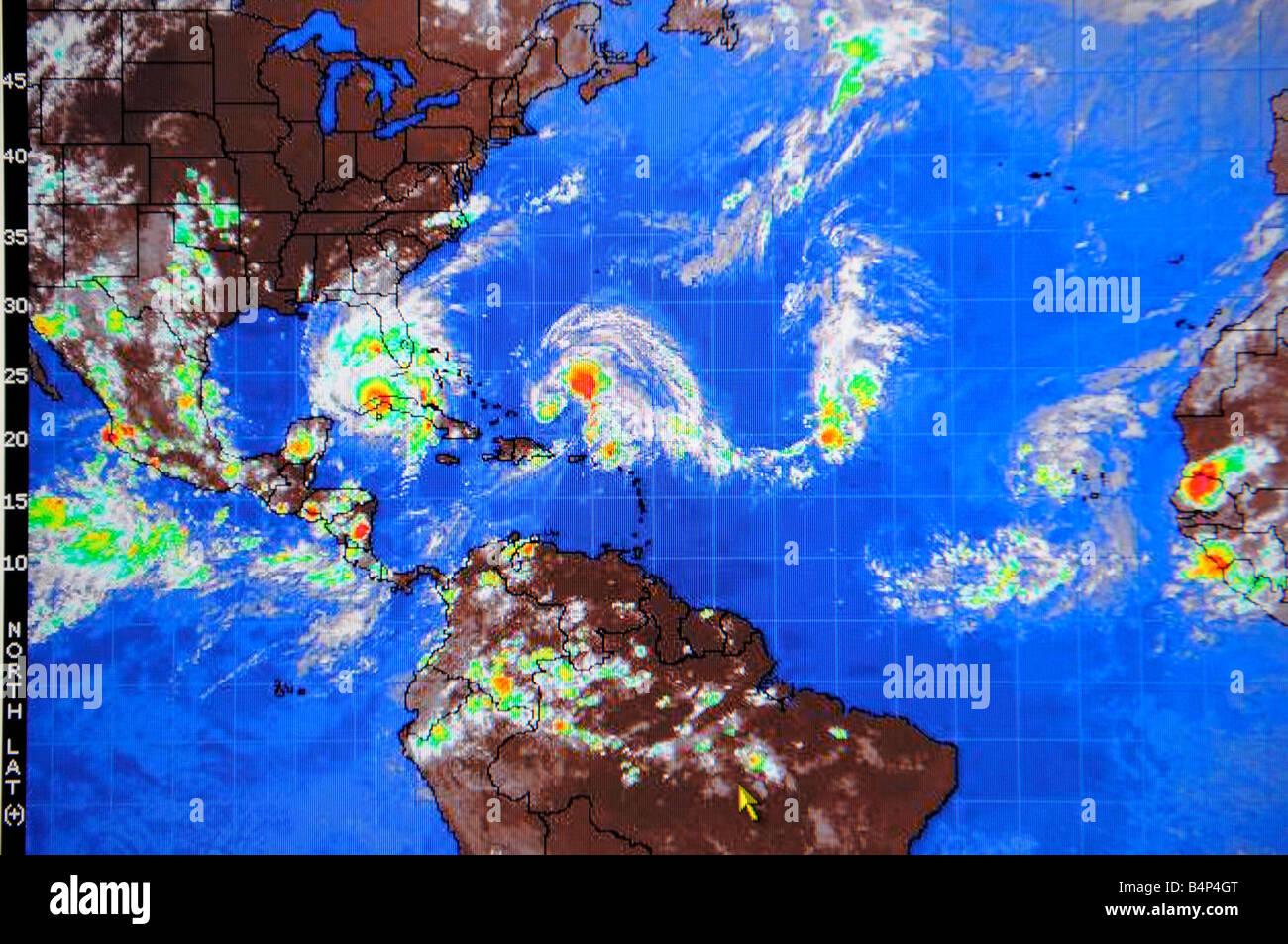 Hurricane Satellit Wetterkarte im Internet und im TV Fernsehen aus gesehen Stockbild