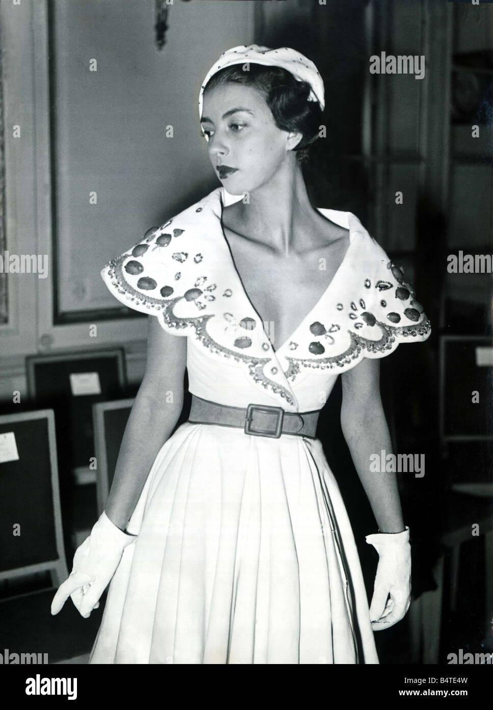 Mode-Kleidung-Shooting März 1949 der neue Sprung-Ausschnitt aus Paris  stürzen Kleid e25abd9db3