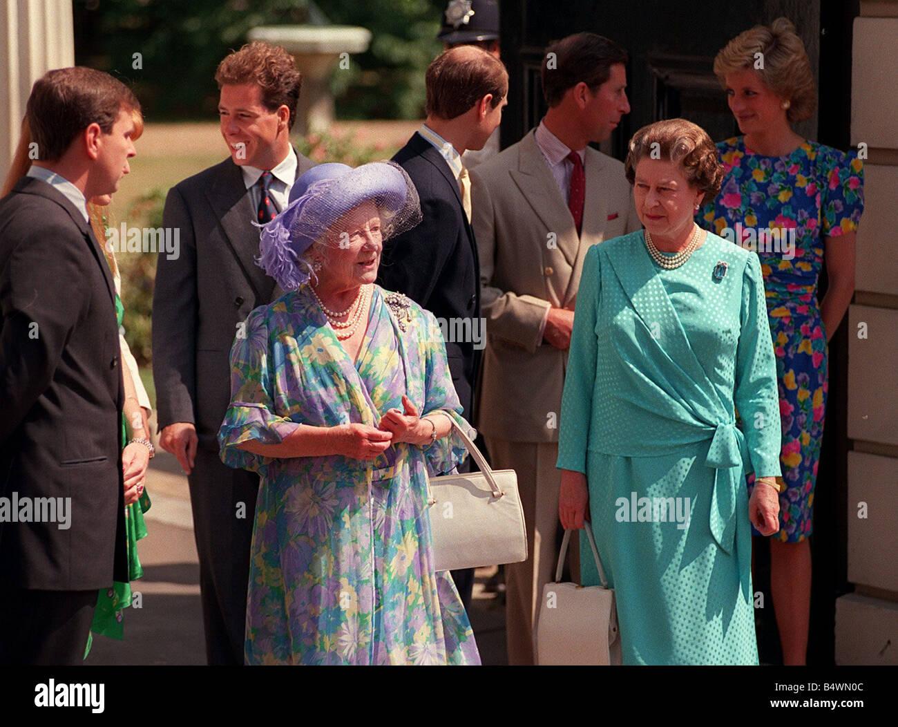 Konigin Mutter Geburtstag 1989 Stehen Aussen Clarence House An Ihrem