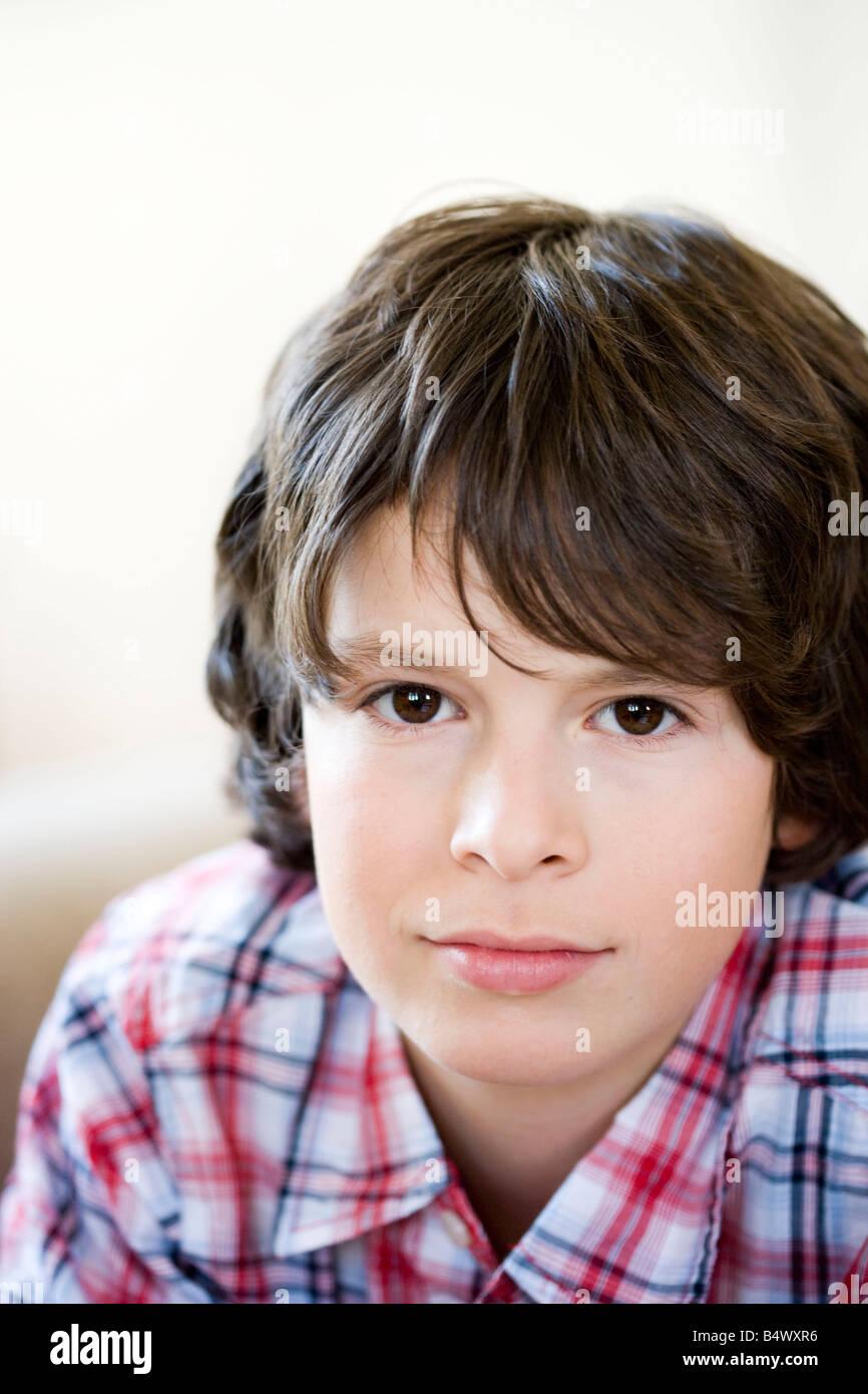 Brünette Junge Porträt Stockbild