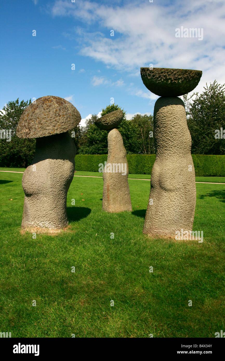obst-sammler skulptur aus sandstein von peter fandall seite geprägt