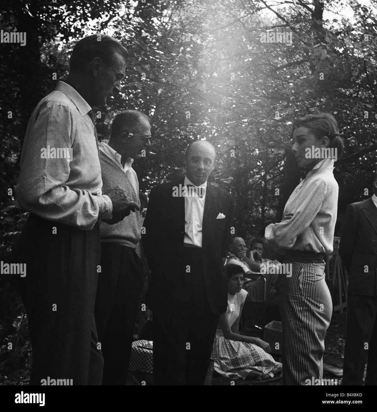 Gary Cooper und Audrey Hepburn den Film Love In the Nachmittag 1956 Stockbild
