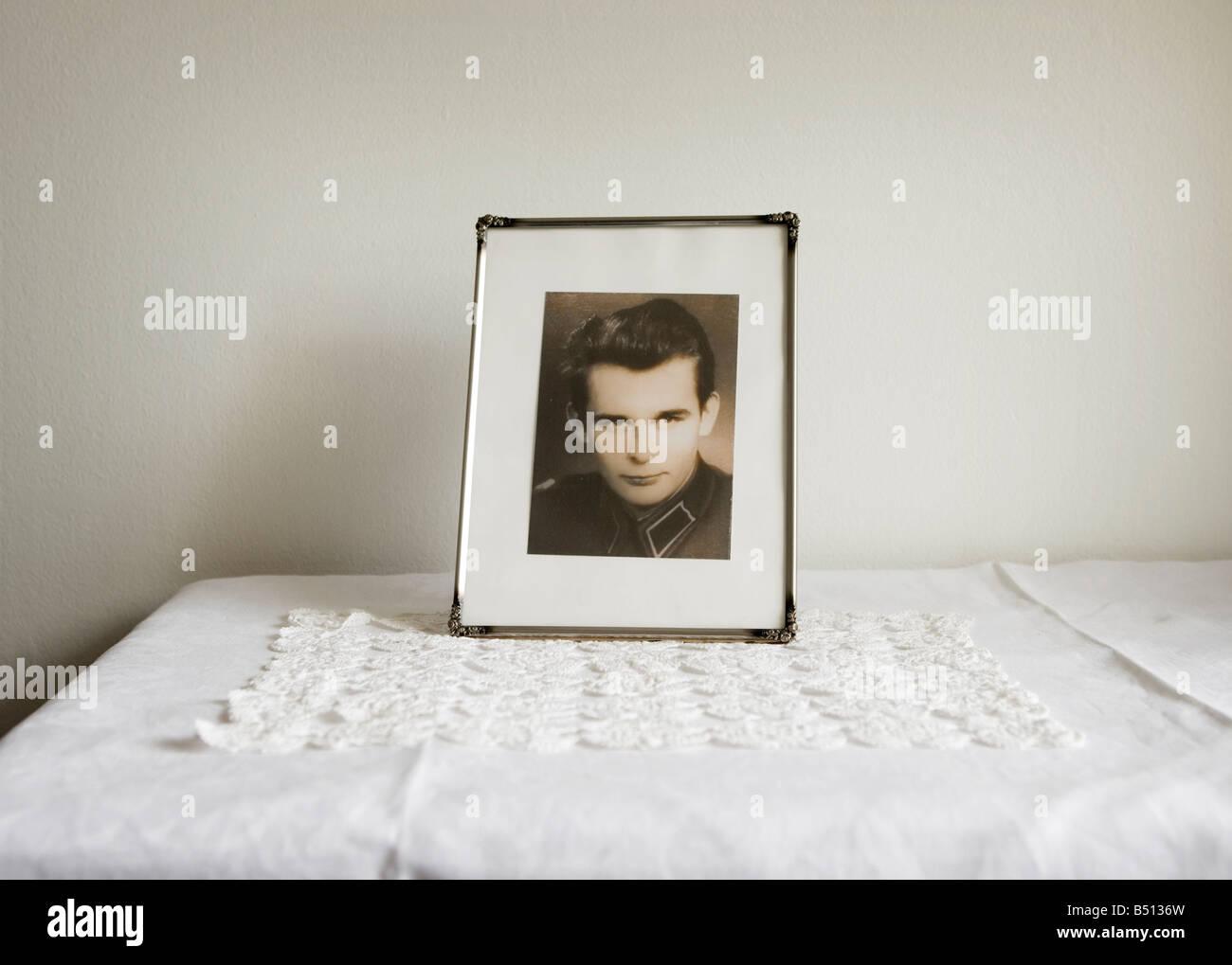 Gerahmte Foto auf einem Tisch Stockbild