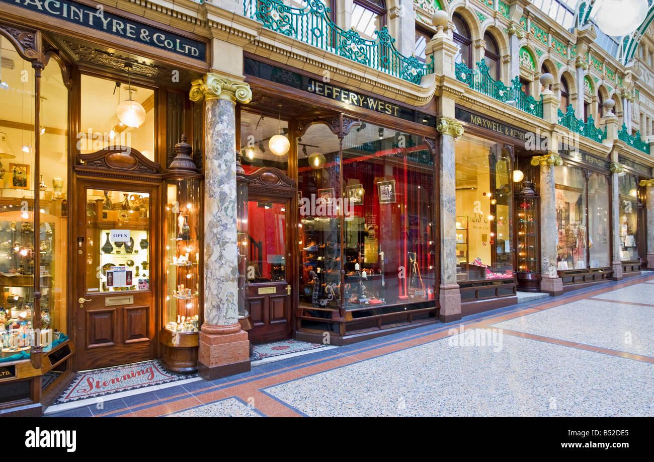 de79a9ca8a Luxus-Läden und Geschäfte in der Victoria Viertel einkaufen Arcade Leeds  Yorkshire UK