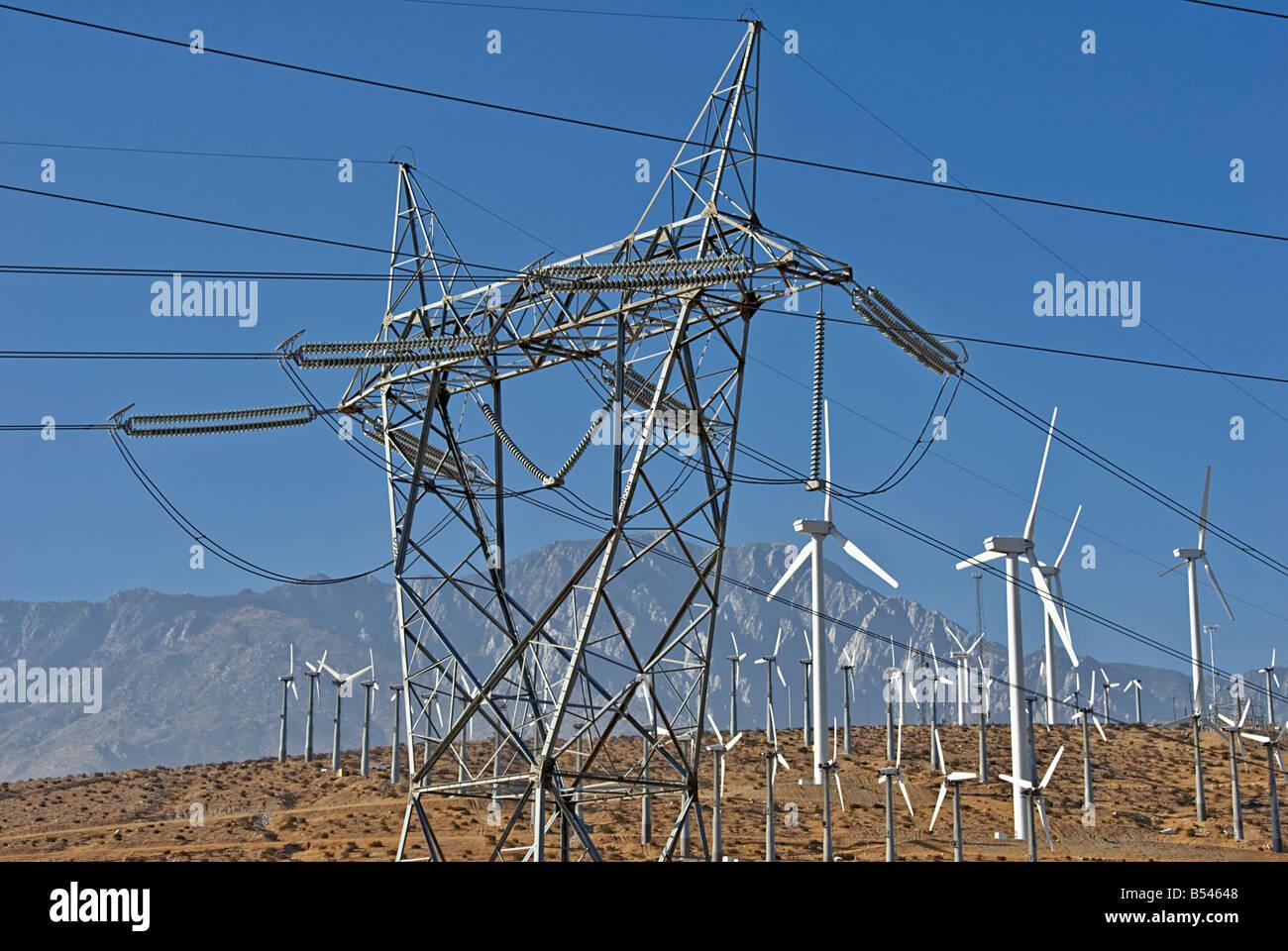 Windkraftanlagen Sie Turbine Feld Bauernhof North Palm Springs CA San Gorgonio Pass kleine Green Power Strom Coachella Stockbild