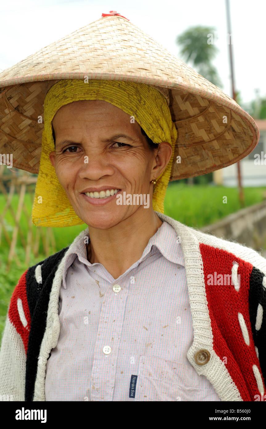 Frau im Dorf Bukittingi Sumatra Indonesien Stockbild