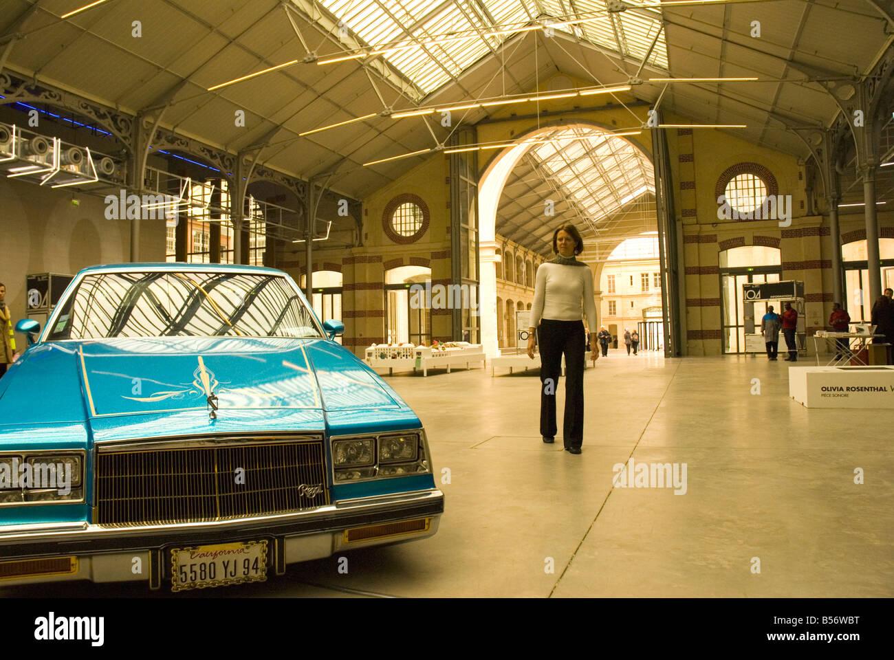 Kunstinstallationen in Le Cent Quatre restauriert Beerdigung Salon ...
