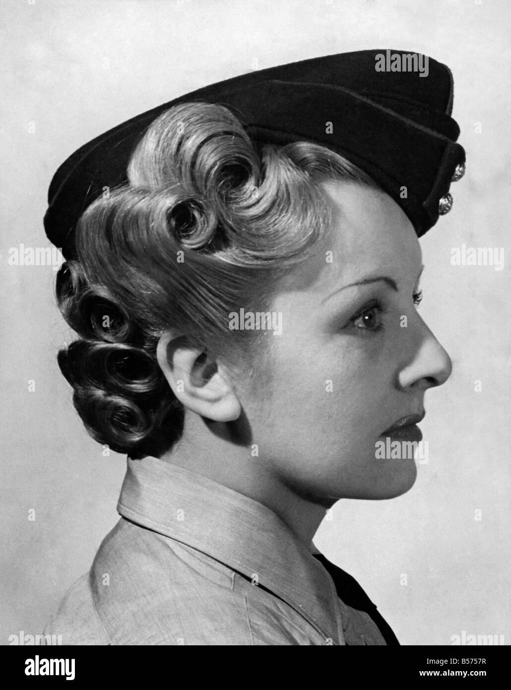 Weltkrieg Ii Frauen Frisuren Fur Ats April 1941 P010129 Stockfoto