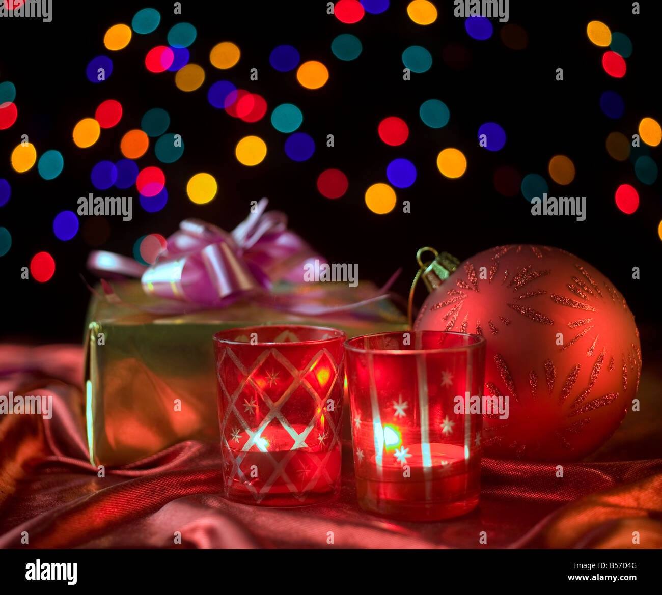 Kerzen leuchten Ornament Weihnachtskugel Stockfoto, Bild: 20447632 ...