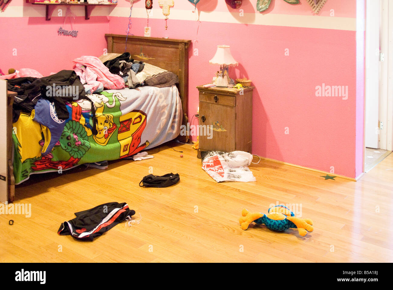 messy room mess stockfotos messy room mess bilder alamy. Black Bedroom Furniture Sets. Home Design Ideas
