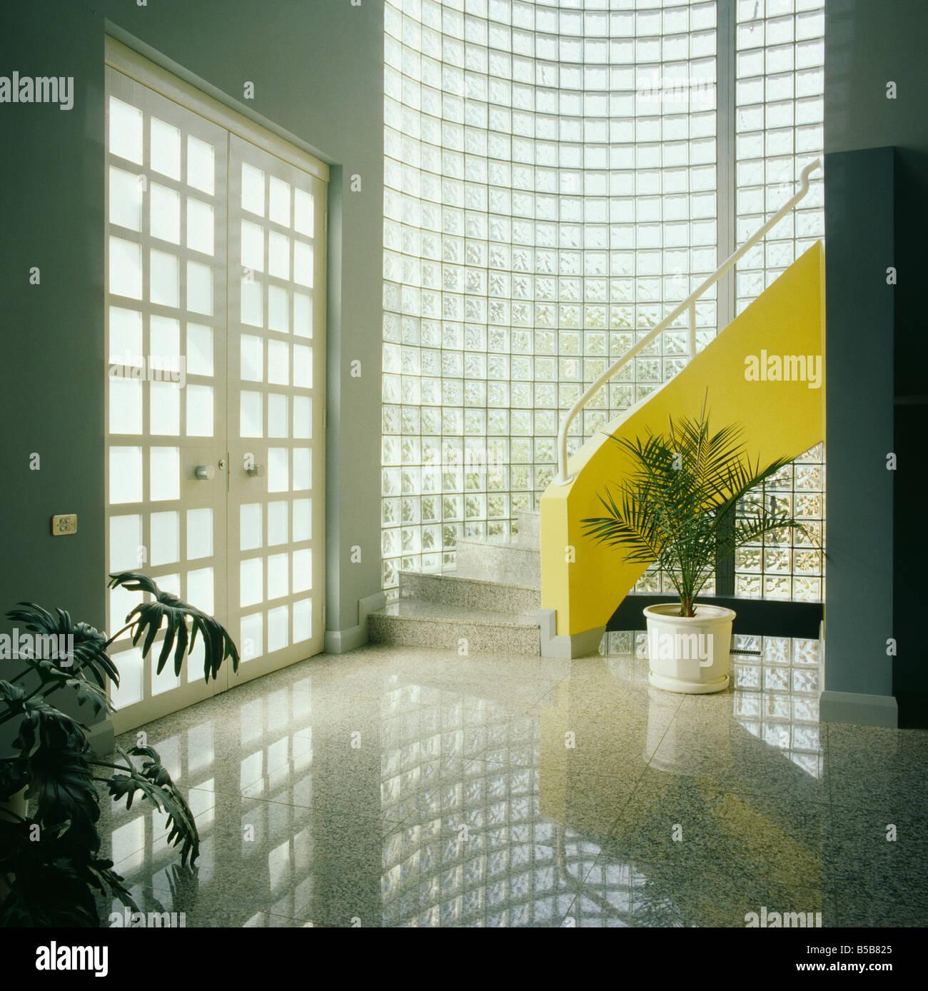 Liebenswert Moderner Bodenbelag Foto Von Granit-bodenbelag Und Glas-ziegel Wand In Die Moderne