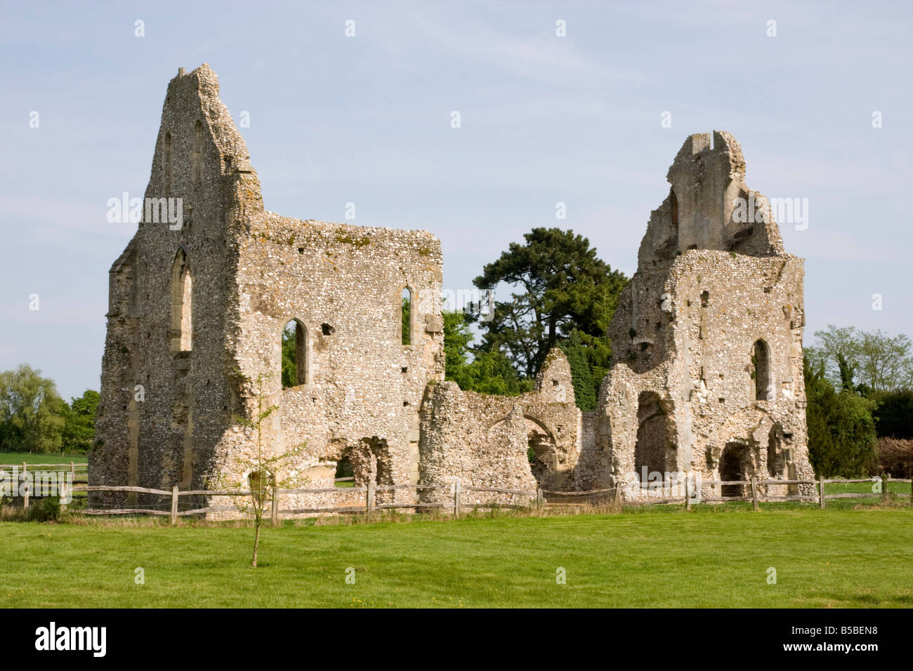 Skelettteile Priory Ruinen, West Sussex, England, Europa Stockfoto ...