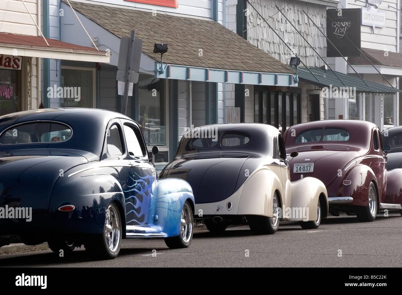 Antike Autos aufgereiht auf der Hauptstraße in Florenz Oregon Stockbild