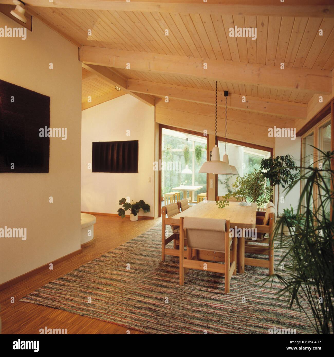 holz boden und decke modern interieur, holzstühle und weißen tisch in modernen weißen esszimmer mit holz, Design ideen