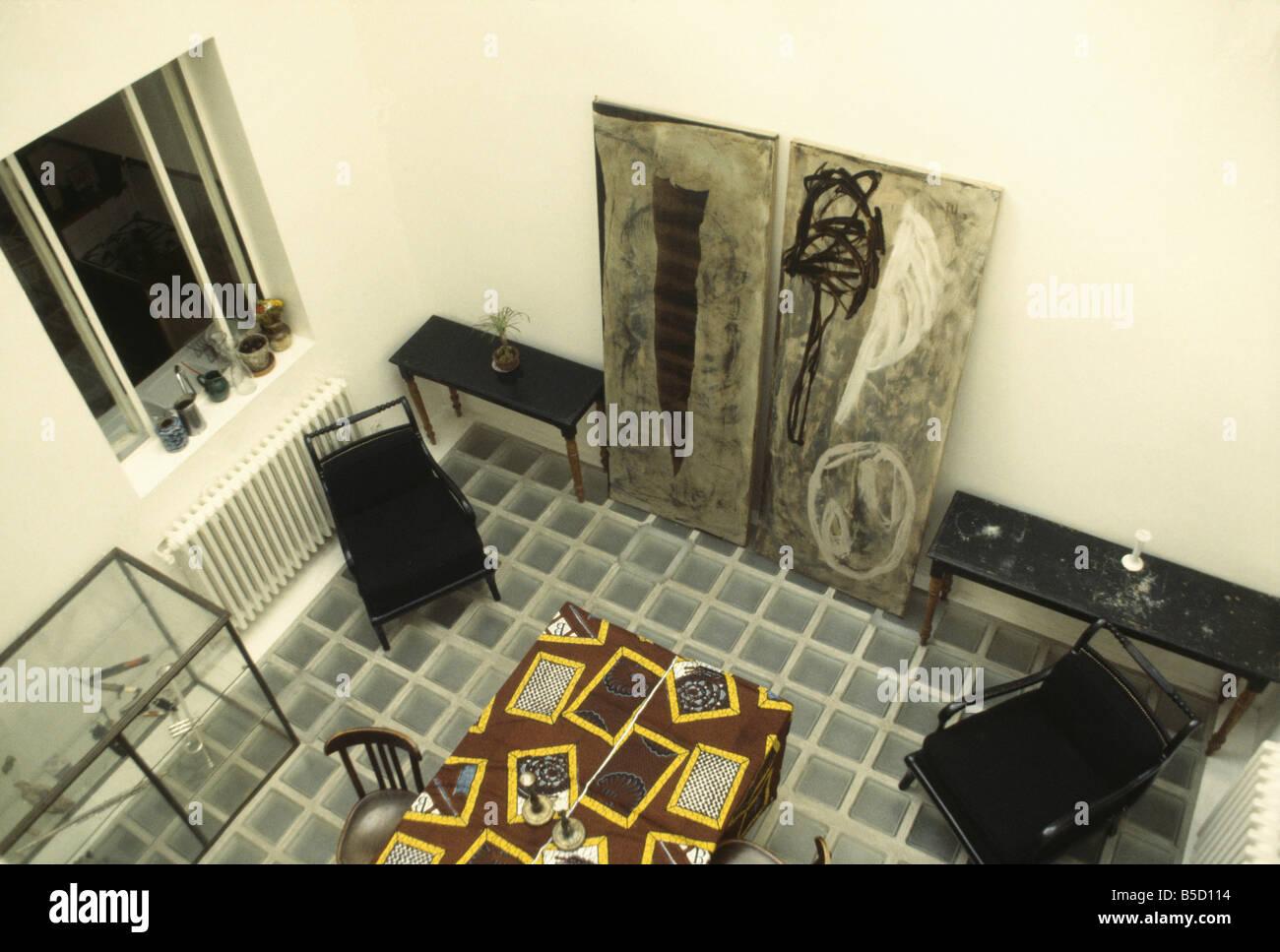 Fußboden Aus Ziegelsteinen ~ Birdseye blick auf glas ziegel fußboden im esszimmer mit großen