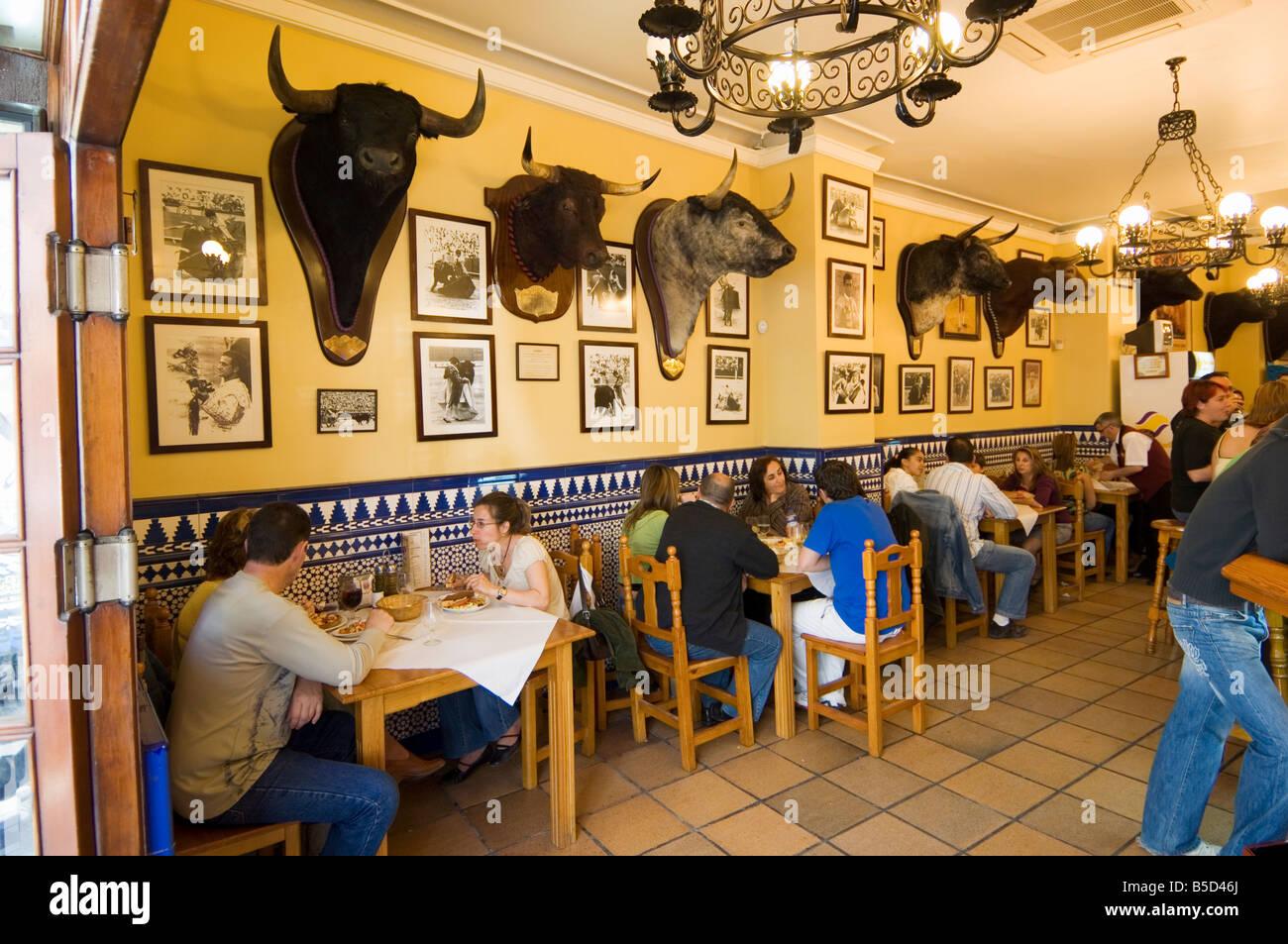 tapas bar und restaurant in der gegend von el arenal in der n he der stierkampfarena sevilla. Black Bedroom Furniture Sets. Home Design Ideas