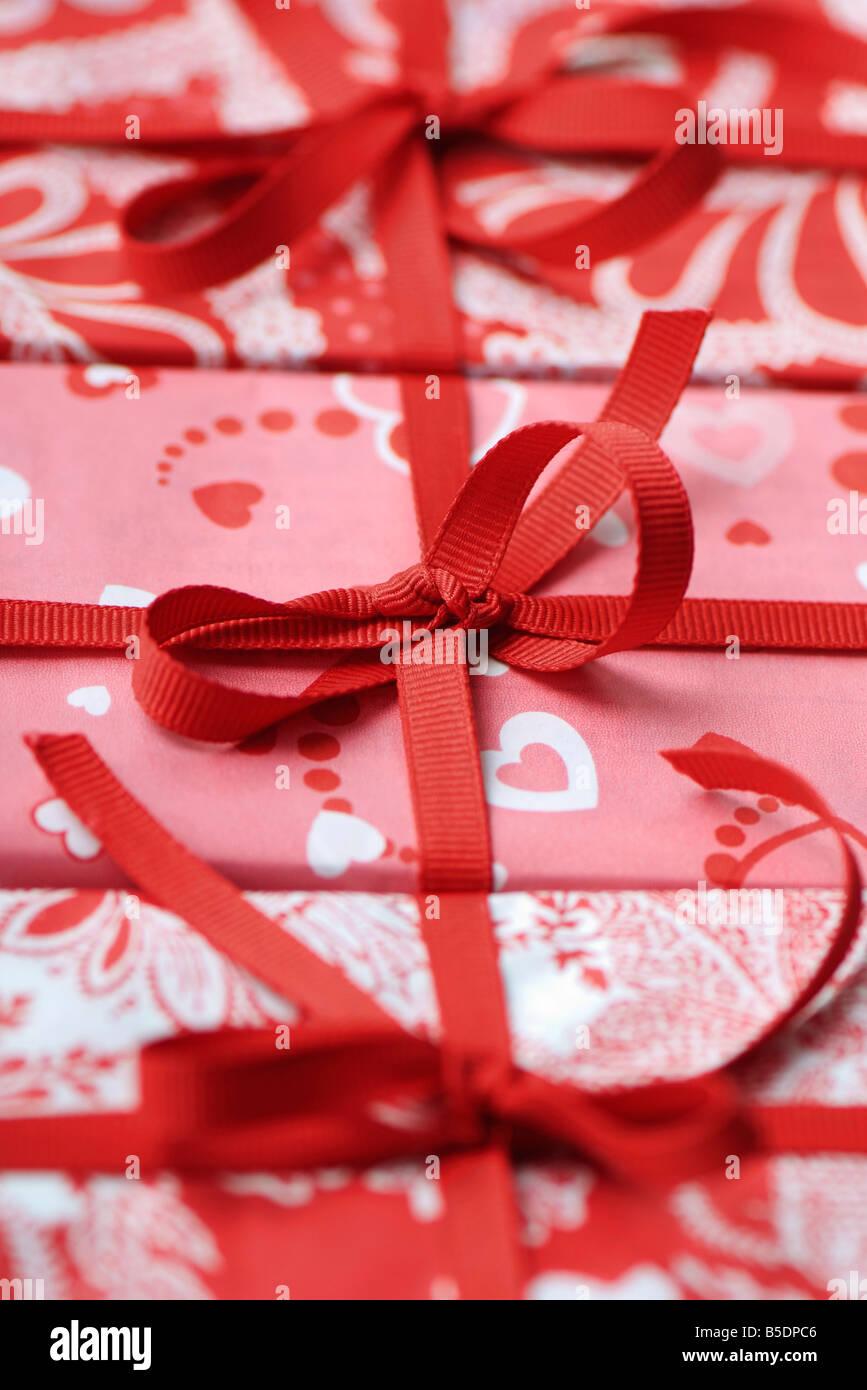 Drei Geschenk verpackte Geschenke, beschnitten Stockbild